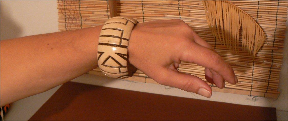 iv-poo-TIKI-bras motifs polynésie