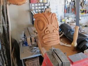 tiki-masque-a-l-atelier